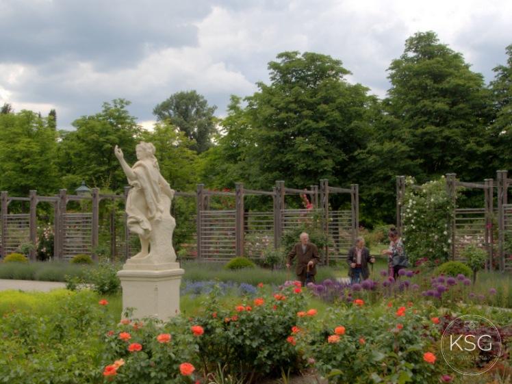 P5210300-statue at Baden Rosarium