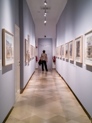 The narrow hallway at the Academy Gallery´s temporary space for copperplate prints